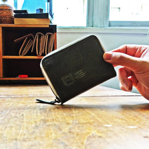 【商品紹介】想像以上に使い勝手がいいラウンドファスナー コインケース。